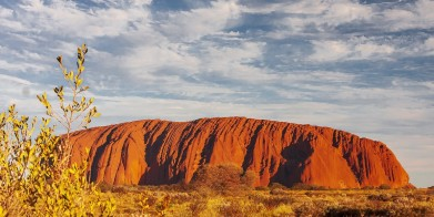 This image has an empty alt attribute; its file name is uluru.jpg